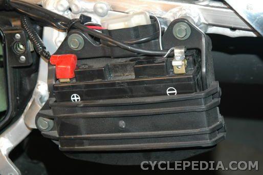 Kawasaki KLX400 Suzuki DR-Z400 battery service