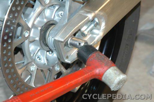 Kawasaki KLX400 Suzuki DR-Z400 rear wheel removal