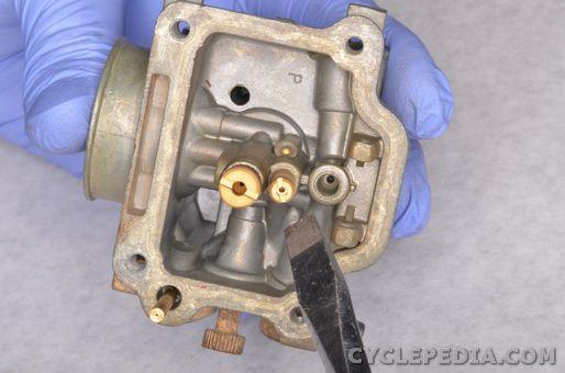Carburetor Assembly   CYCLEPEDIA Yamaha TT-R90 Online Manual