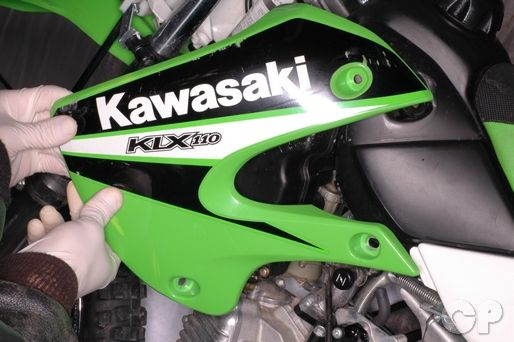 Kawasaki KLX110 Side Cover Removal