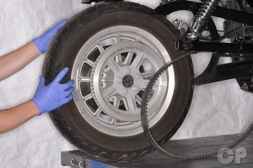 Harley-Davidson XL883 XL1200 Sportster Wheel Removal