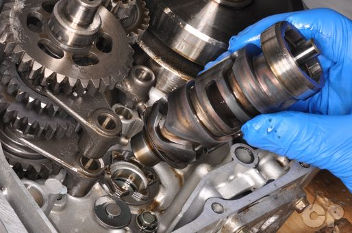 Disassemble the transmission of the Suzuki DR-Z125L in the engine chapter