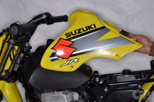 Suzuki JR80 Tank Cover Removal