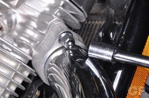 Honda Shadow VT600 exhaust pipe installation