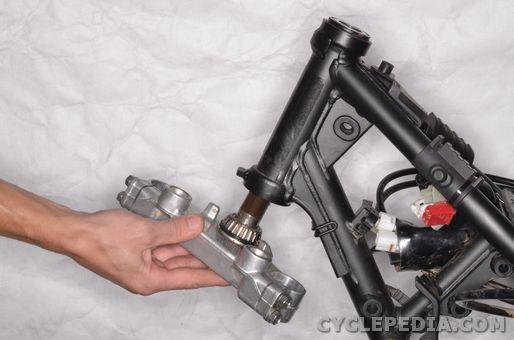 Yamaha XT 250 Steering Head Bearing Removal, Bearing Replacement, Installation