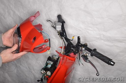 kymco_like_50_scooter_handelbar_steering_bearings_races_headlight