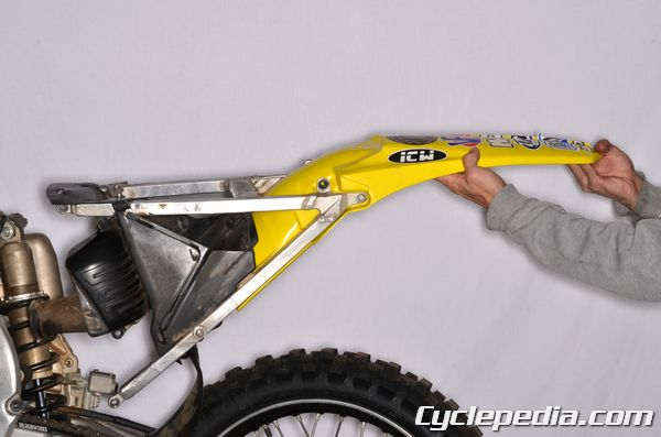 Suzuki RM-Z 250 rear fender and subframe removal