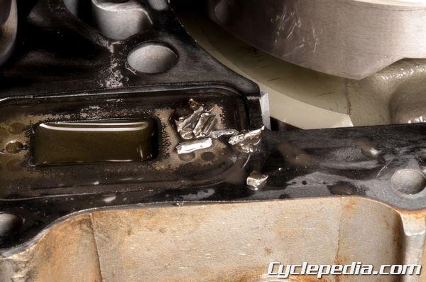 Suzuki RM-Z250 broken clutch plate debris