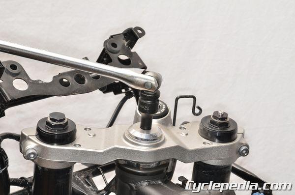 Kawasaki KLE650 Versys steering bearing service