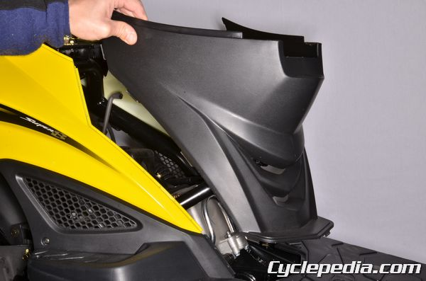 KYMCO SUPER8 150 50 R X bodywork removal and installation side covers fender