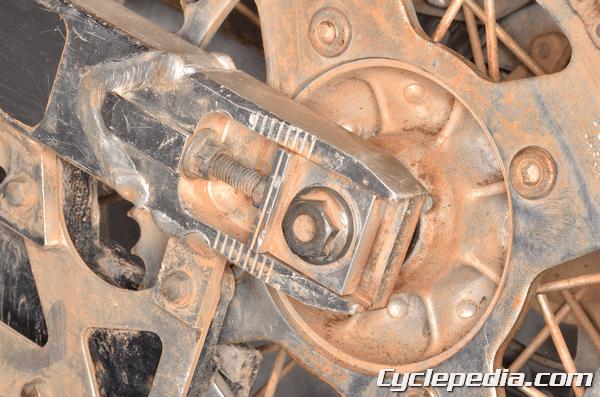 Suzuki RM85 L drive chain slack specification adjustment