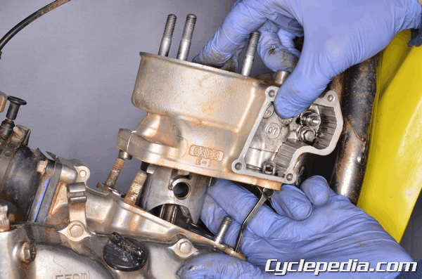 Suzuki RM85 L to end cylinder and piston service clearance rebuild